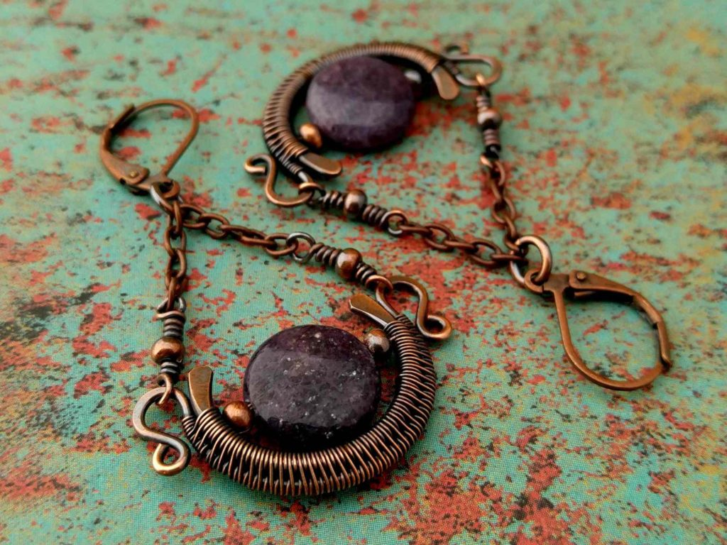 These Lepidolite and copper Chalice Earrings are one possible variation of this design. As shown here, you can easily change the look of these earrings simply by using flat coin-style beads instead of round beads.