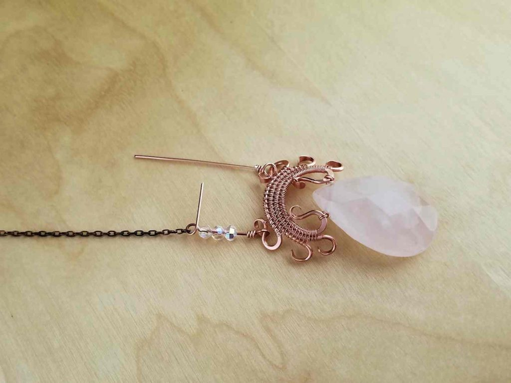 Attaching one length of chain to one side of a Lyonesse Pendant with a beaded wrapped loop connector
