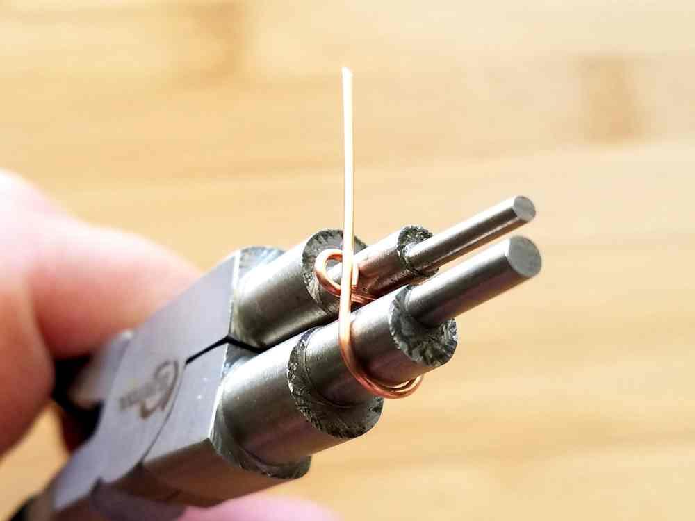 Step 6 - Complete a 6mm simple loop directly beneath the 2mm simple loop.