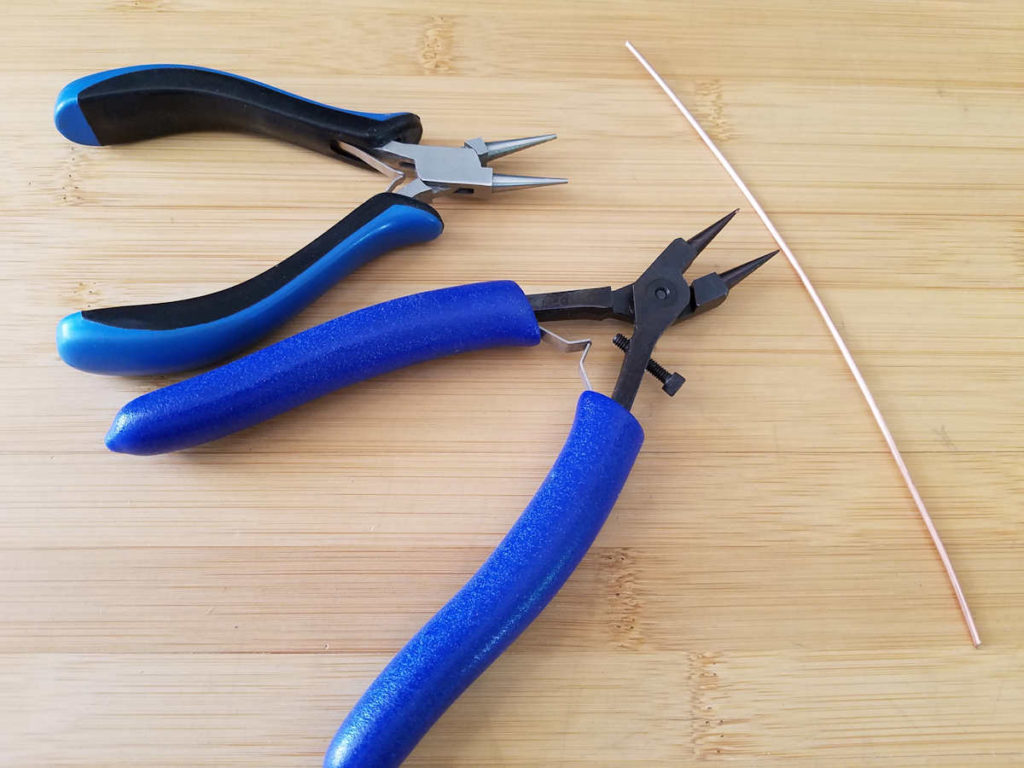 For the purpose of this demonstration, the author is using round nose pliers and a piece of 14ga wire, which are shown in this image.
