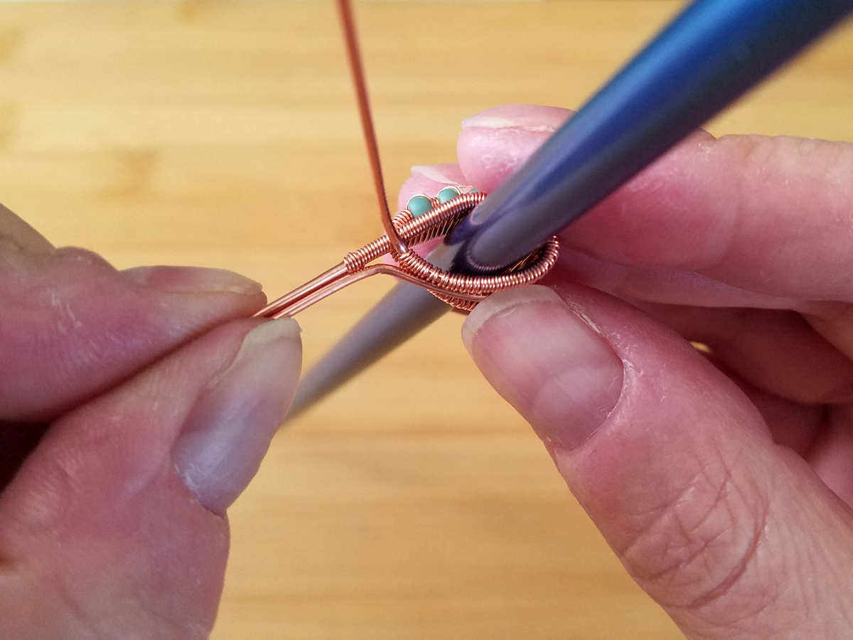 Here the author has formed the central core wire to closely fit the shape of the bail.